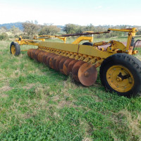 Chamberlin 20 disc one way plough